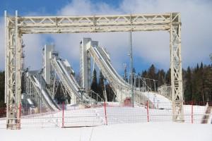 В Нижний Тагил съехались лыжники из разных городов области.   От нашего города на лыжню вышли представители спортивных школ «Спутник», «Аист», «Уралец», «Юпитер», «Старт». А также спортсмены и любители из ЕВРАЗ НТМК, Уралвагонзавода и ВГОК.